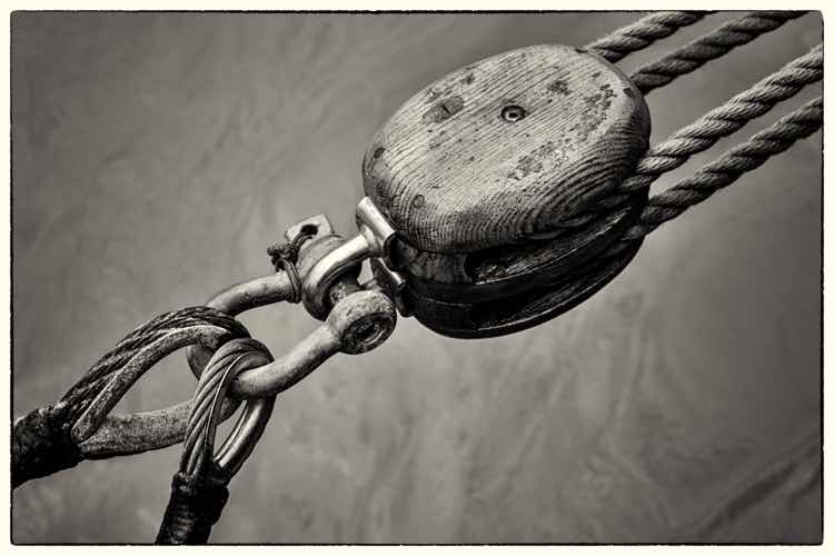 Black and white photograph of a ship's hawser, rope and cables