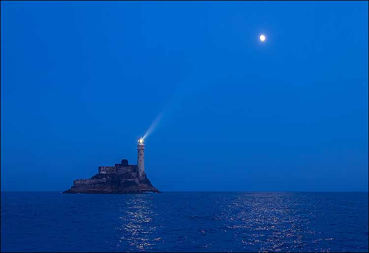 Photograph of a Spanish lighthouse at dusk
