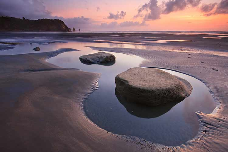 A pair of broad, flat rocks in a tidal beach pool