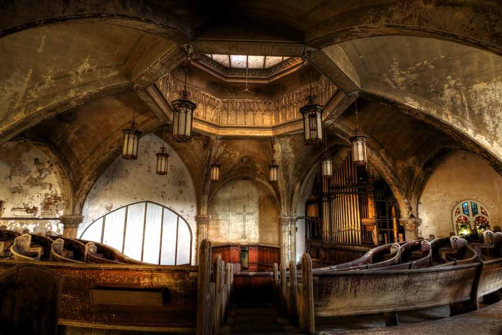 Interior photograph of Woodward Avenue Presbyterian Church in Detroit Michigan by Rich Harris